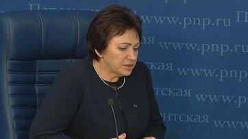 Елена Бибикова провела брифинг натему «Как повысится благосостояние российских пенсионеров?» впресс-центре «Парламентской газеты»