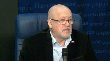 Андрей Соболев иВиктор Кондрашин приняли участие вбрифинге, посвященном ситуации наюго-востоке Украины, впресс-центре «Парламентской газеты»