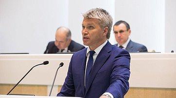 На«Правительственном часе» вСФ выступил Министр спорта РФ П.Колобков