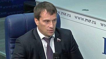 Эдуард Исаков принял участие ввидеобрифинге впресс-центре «Парламентской газеты»