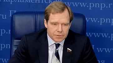 Андрей Кутепов принял участие впресс-конференции поитогам деятельности Комитета Совета Федерации поэкономической политике восеннюю сессию впресс-центре «Парламентской газеты»