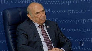 Виктор Рогоцкий рассказал впресс-центре «Парламентской газеты» оподготовленном вСовете Федерации законопроекте, изменяющем порядок перечисления субсидии наоплату ЖКХ