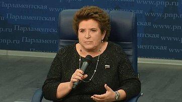 Любовь Глебова стала гостем интерактивного проекта «33 вопроса политику» впресс-центре «Парламентской газеты»