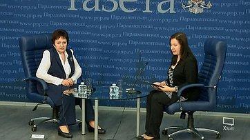 Елена Бибикова приняла участие вбрифинге «Как получить прибавку кпенсии задетей?» впресс-центре «Парламентской газеты»