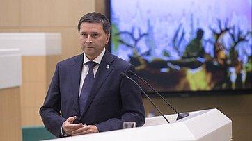 Входе «Часа субъекта РФ» вСовете Федерации выступил губернатор Ямало-Ненецкого автономного округа Д. Кобылкин