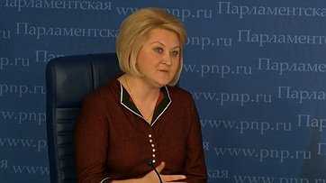 Лилия Гумерова приняла участие вприуроченной коДню матери пресс-конференции «Как поддержат матерей?» впресс-центре «Парламентской газеты»